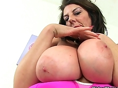 Scottish milf Toni Lace and British milf Lulu Lush in tights