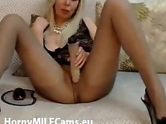 golden MILF playing with in the flesh on cam - hornymilfcams.eu