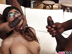 First big starless dick threesome for Mia Khalifa