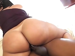 MATURE LATINA RIDING BBC