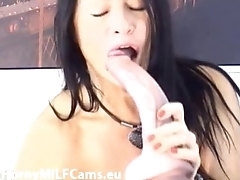 russian MILF masturbating and squirting on cam - hornymilfcams.eu